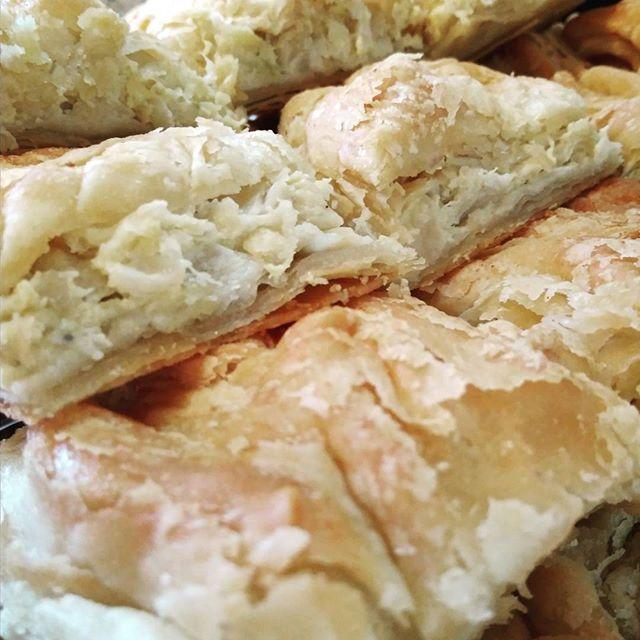 Αρμιόπιτα Καστοριάς (πίτα με λάχανο)