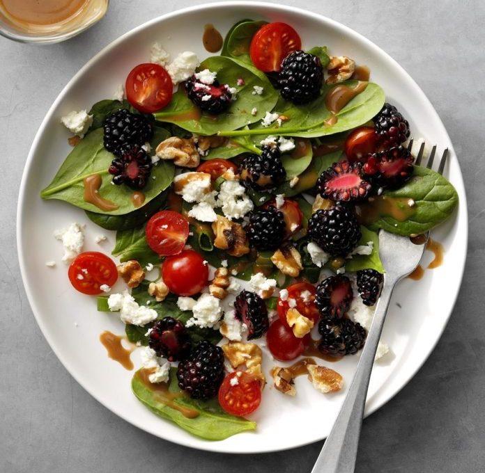 Υπέροχη σαλάτα με σπανάκι και Blackberries