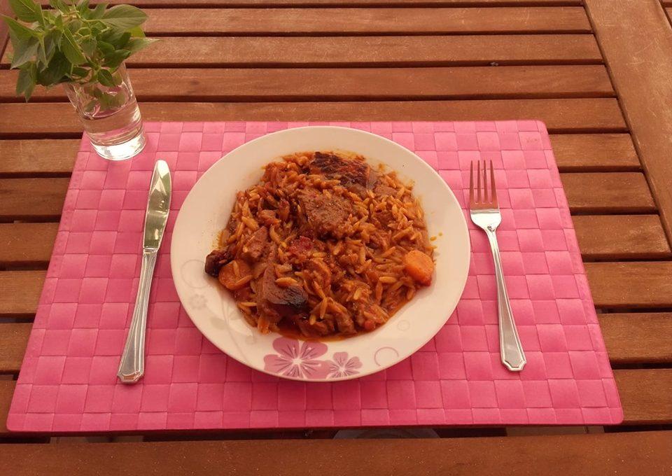 Γιουβέτσι με μοσχάρι και χοιρινό μαζί