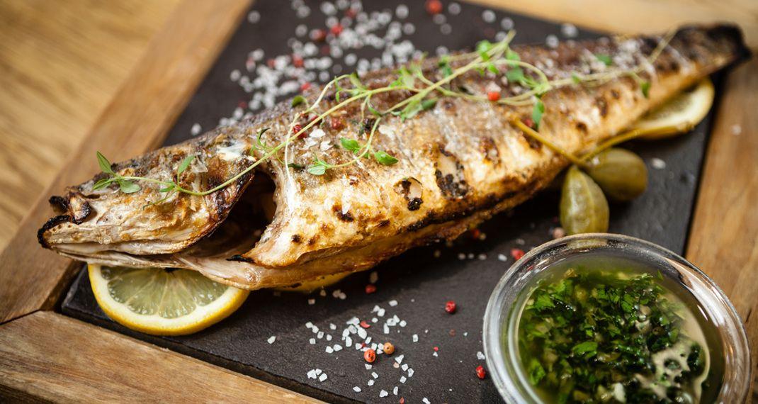 Μυστικό για να μην κολλάει το ψάρι στην σχάρα