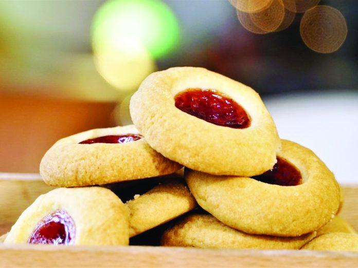 Μπισκότα με μαρμελάδα από κράνα