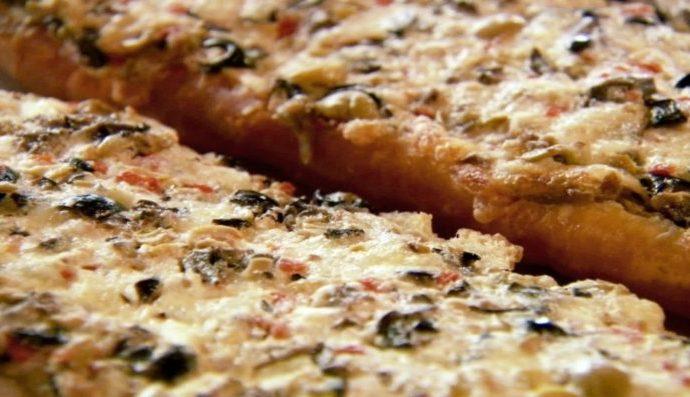 Ψωμί γαλλικό με ελιές και τυρί