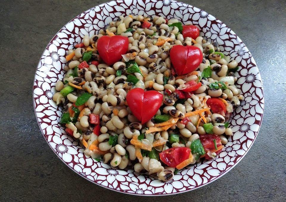 Φασόλια μαυρομάτικα σαλάτα (νηστίσιμο)