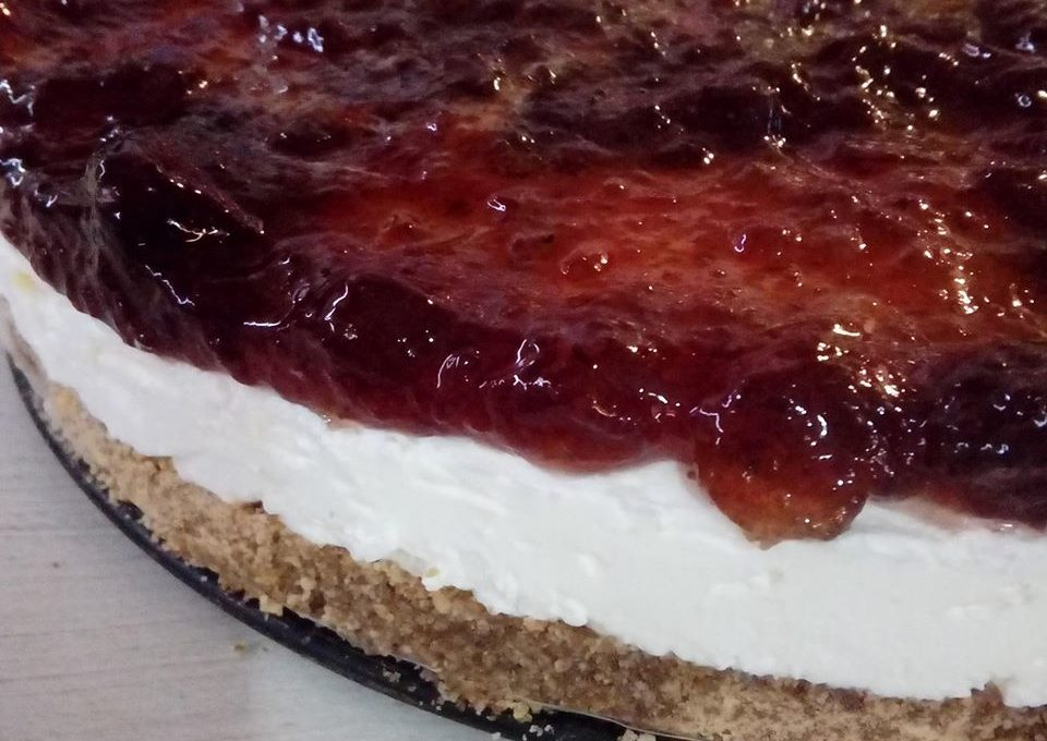 Cheesecake (τσιζκέικ) με μαρμελάδα κεράσι