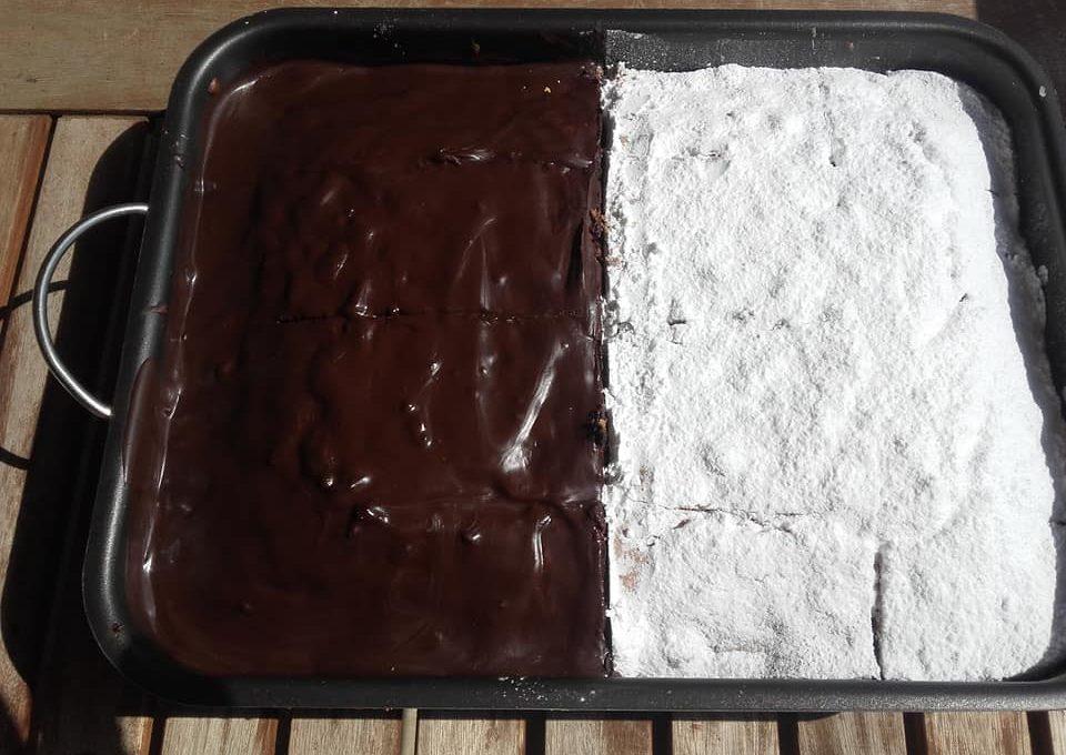 Κέικ με ξηρούς καρπούς και σταφίδες