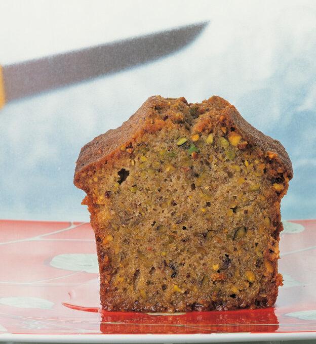 Ζουμερό κέικ με φυστίκια Αιγίνης