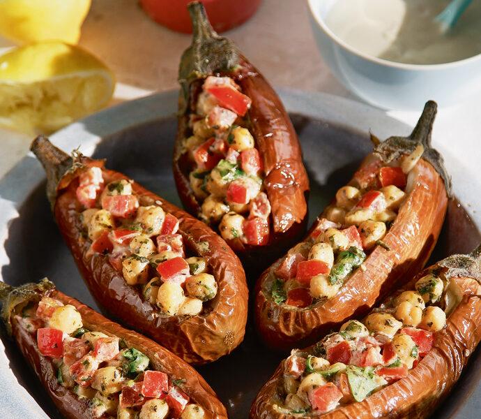 Μελιτζάνες με ρεβύθια και σάλτσα ταχινιού (Λιβανέζικη συνταγή)