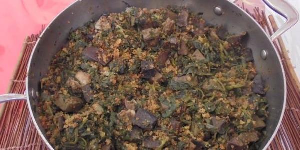 Τρίμμα (φαγητό Ζαγοροχωρίων) με υλικά μαγειρίτσας και αυγά