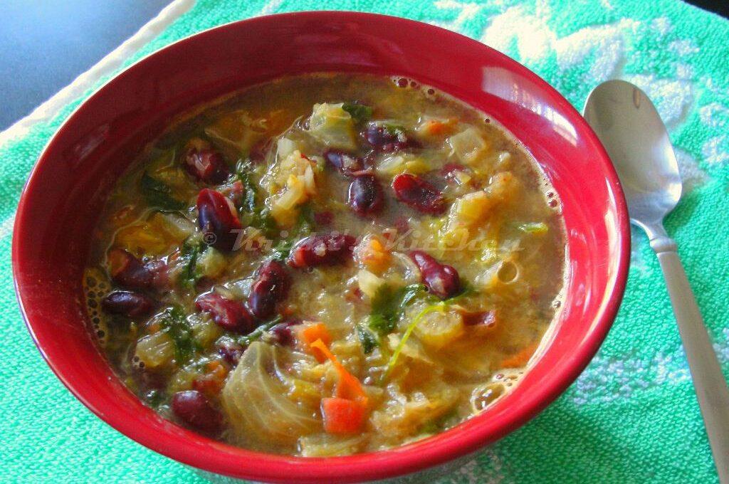 Σούπα με μαρούλι και κόκκινα φασόλια