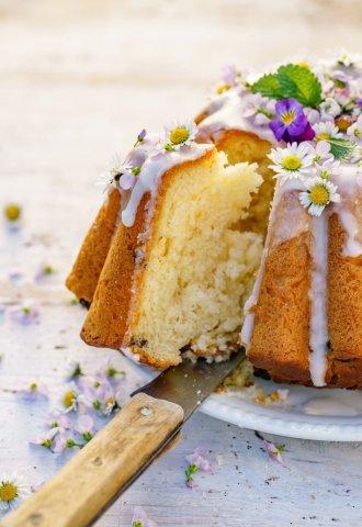 Κέικ με γλάσο και βρώσιμα λουλούδια (Πολωνία-Πάσχα)