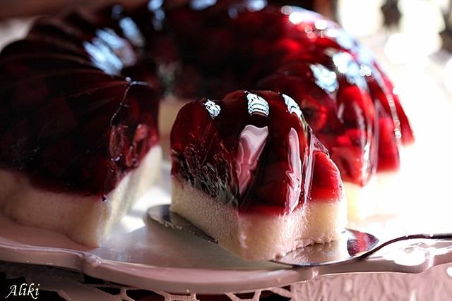 Γλυκό με ζελέ κεράσι ή βύσσινο και σιμιγδάλι