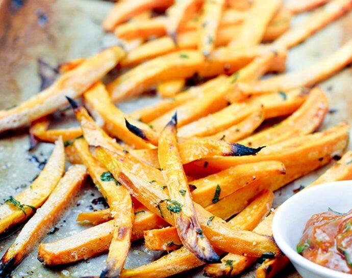 Γλυκοπατάτες (ή απλές πατάτες) σαν τηγανιτές, στον φούρνο