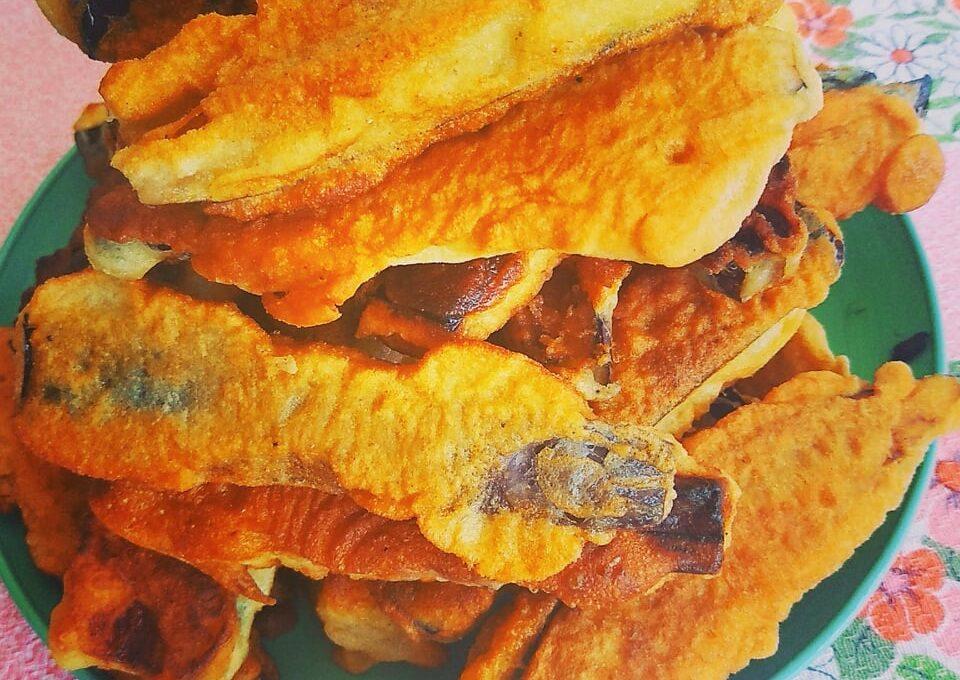 Μελιτζάνες τηγανιτές με κουρκούτι, σε λωρίδες