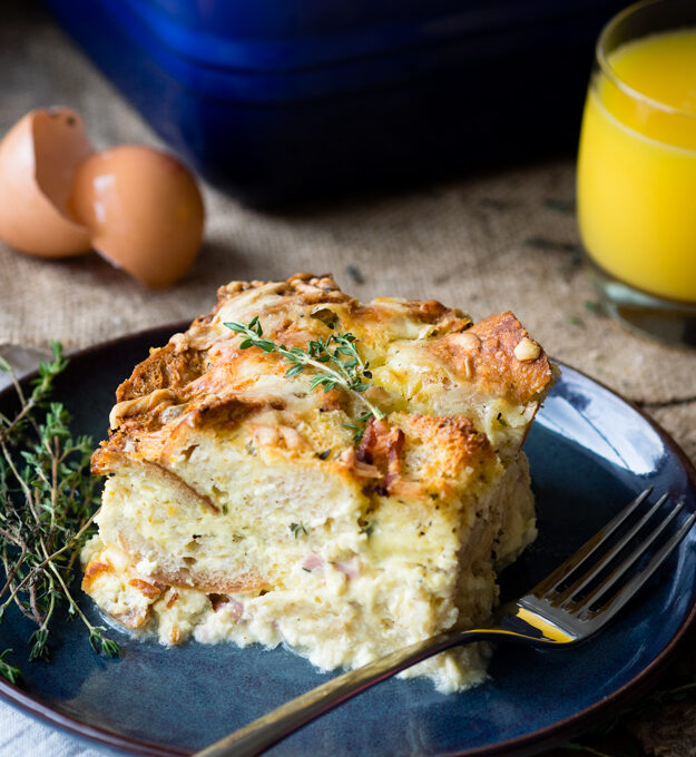 Σουφλέ-πουτίγκα ψωμιού με αρκετά αυγά
