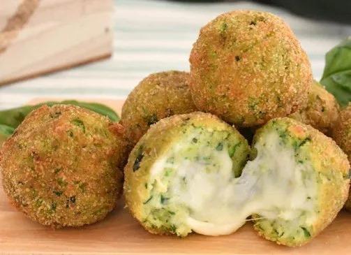 Ψωμοκεφτέδες με τυριά και κολοκύθια (τηγανιτοί ή ψητοί)
