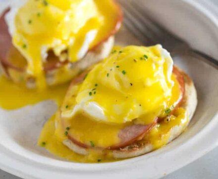 Αυγά Μπενεντίκτ (egg benedict)